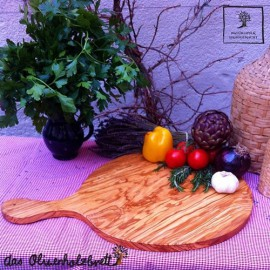 Plate with handle out of olive wood