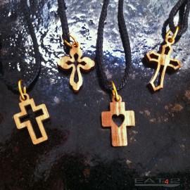 Halskette in Kreuzform aus Olivenholz