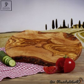 Brotzeitbrett im Naturschnitt, handgefertigt aus Olivenholz